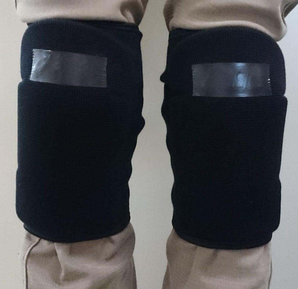 パット付のサポーターを両ひざに装着したところ